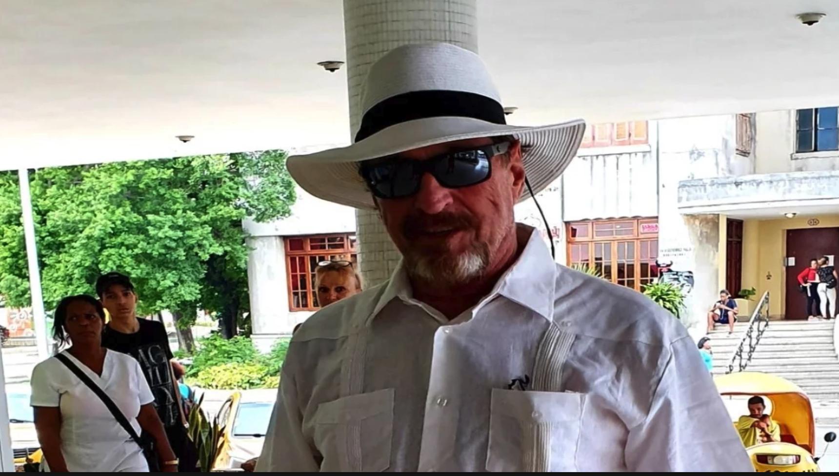 John McAfee en la habana fugitivo del gobierno de los estados unidos - El Latinaso Noticias